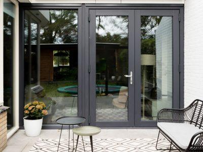 Kozijncenter Ede - metamorfose met kunststof tuindeuren en verwarmd glas bij vtwonen weer verliefd op je huis