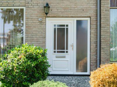 Kozijncenter Ede - Kunststof kozijnen - kunststof voordeur wit